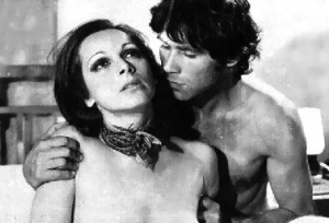 Anna Fonsou and Phaedon Georgitsis in the 1972 movie Pio thermi ki apo ton Helio